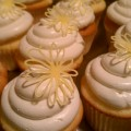 Yellow daisy cupcake